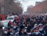 Пашинян призвал начальника Генштаба ВС уйти в отставку, а оппозиция - строить баррикады
