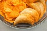 Диетологи сделали неожиданное заявление о пользе чипсов
