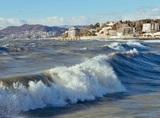В Сочи ведутся поиски двух детей, унесенных в море во время шторма