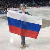 Королева четверных прыжков Трусова развеселила зрителей падением перед выступлением