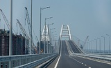 Один из фрагментов железнодорожной части Крымского моста упал в море