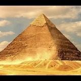 Археологи: пирамида Хеопса завалена на один бок