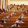Правительство сократило стипендии студентам