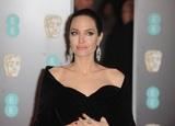 Джоли вновь шокировала общественность откровениями о своих методах воспитания
