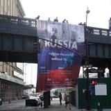На улице Нью-Йорка вывесили баннер, прославляющий Россию