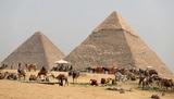 """Ученые решили """"бомбардировать"""" пирамиду в Гизе и найти скрытую камеру"""