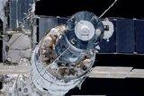 На МКС заделали очередную дырку подручными средствами