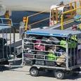 В аэропорту Египта пассажиры сами грузили свой багаж в самолёт