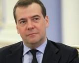 Медведев поздравил женщин с 8 марта изображением тюльпанов