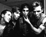 Таможня Белоруссии заявила, что конфуза с Red Hot Chili Peppers не было