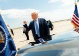 Трамп пожелал травмированному Байдену выздоровления, но с поражением не смирился