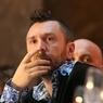 Сергей Шнуров, подняв рюмку, поздравил женщин с 8 марта