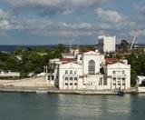 Власти Севастополя разрешат непривитым туристам заселяться в отели - но с двойным ПЦР-тестом