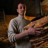 Булочник изобрел автомат для торговли горячим хлебом