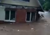 В подмосковной Рузе из-за прорыва дамбы смыло несколько домов