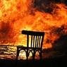 В Омске прохожий поймал девочку, выпрыгнувшую из окна горящей квартиры
