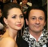 Актер Олег Меньшиков впервые за долгое время вышел в свет с молодой женой