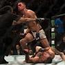 UFC 196: МакГрегора задушили в полусреднем весе