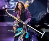 Группа Aerosmith отменила концерты из-за болезни вокалиста Стивена Тайлера