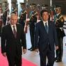 Больше половины японцев недовольны итогами переговоров Путина и Абэ