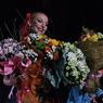 Волочкова любуется стразами на новогоднем подарке (ФОТО)