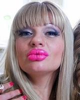 Как Анне Ардовой удалось так изменить свою внешность? (ФОТО)
