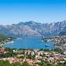В Черногории автомобиль въехал в толпу празднующих победу оппозиции на выборах