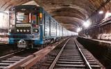В тоннеле метро в Москве поезд подобрал диггера