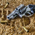 В штате Огайо неизвестный открыл стрельбу в баре, есть жертвы