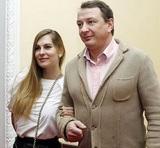 Народ докапывается до истины - избил ли Башаров свою жену?