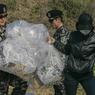 Северные корейцы ловят вражеских змей, коварно засланных южанами