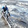 В Нефтеюганске ребенка спасли с дрейфующей льдины