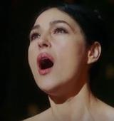 """Располневшая Моника Беллуччи снялась обнаженной в сериале """"Моцарт в джунглях"""""""