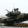 В Донецке танк протаранил автомобиль из конвоя