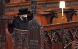 Елизавета II не смогла сдержать слез во время похорон принца Филиппа
