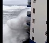 В Испании шторм обрушился на многие популярные курорты