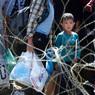 Венгерский автобус с беженцами прибыл на границу с Австрией