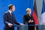 Макрон и Меркель потребовали от России освободить украинских моряков
