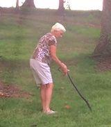 Пенсионерка из США убила змею голыми руками и прославилась на весь интернет