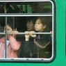 В Китае автобус с пассажирами провалился под землю прямо на остановке