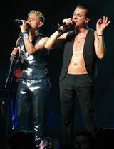 Солист Depeche Mode был госпитализирован