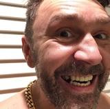 Сергей Шнуров позвал пингвинов в Антарктиде на свой концерт