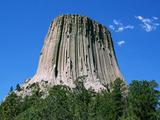 Физики раскрыли тайну шестиугольных колонн Башни Дьявола