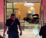 Автомобиль въехал в здание Trump Plaza