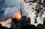 Пожарные объявили о спасении горящего Нотр-Дам де Пари от полного разрушения
