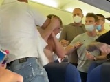 На борту летящего на Ибицу самолета пассажиры подрались из-за маски