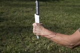 На распродажах в Гааге человек с ножом напал на детей
