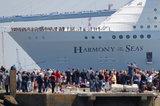 Самый большой в мире круизный лайнер Harmony of the seas отправился в первый рейс