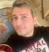 Николай Басков омолодил своих родителей, скинув им по 20 лет