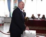 Штаб Тихановской отказался признать итоги выборов, а Лукашенко начали поздравлять с победой